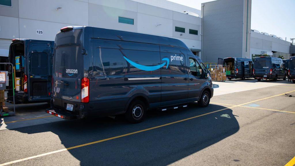 amazon prime delivery vehicle